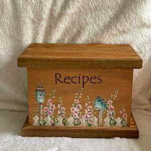Vintage wooden recipe box w cards